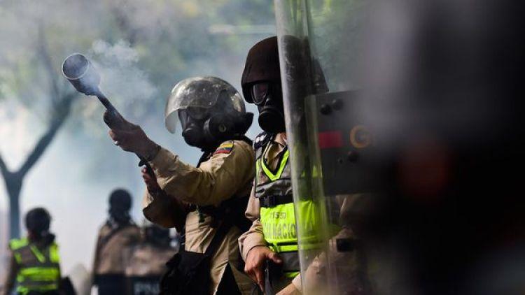 La Guardia Nacional Bolivariana (GNB) reprime brutalmente a la población civil