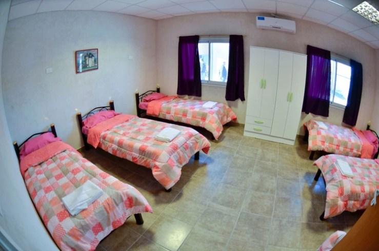 El contagio masivo se produjo en un albergue situado en Retiro