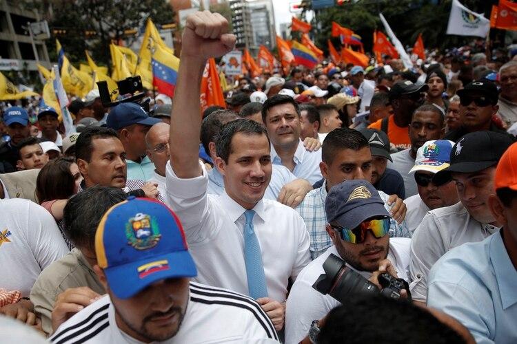 Juan Guaidó al comienzo de la marcha (REUTERS/Manaure Quintero)