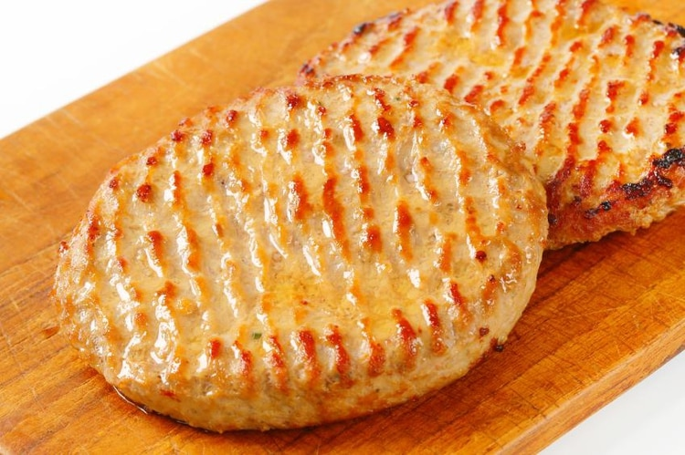 Para validar la eficacia de la nueva técnica, los investigadores analizaron 70 muestras de hamburguesas de pollo preparadas con un contenido diferente de materia grasa