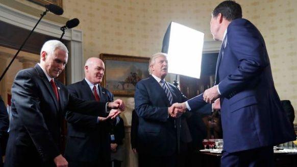 Donald Trump echó a James Comey de la dirección del FBI (AP)