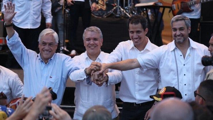 (i-d) El presidente de Chile, Sebastián Piñera; el presidente de Colombia, Iván Duque; el jefe del Parlamento venezolano, Juan Guaidó; el presidente de Paraguay, Mario Abdo Benitez, participan en el concierto por Venezuela en Cúcuta (Colombia). (EFE)