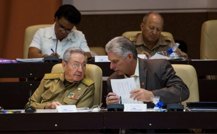 Raúl Castro y Miguel Diaz-Canel