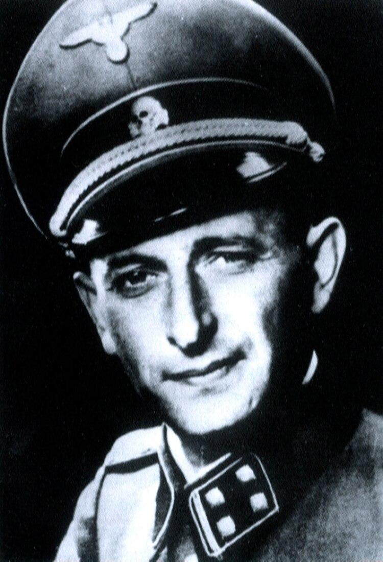 Desde su lugar en la estructura burocrática nazi, Adolf Eichmann organizó, sucesivamente, la expulsión de los judíos de Alemania, su deportación de los territorios ocupados por las nazis y el traslado de millones de judíos a los campos de exterminio (Universal History Archive/UIG/Shutterstock)