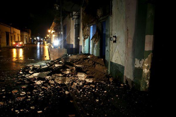 Vista general de daños en la ciudad de Oaxaca (México) tras un fuerte sismo de magnitud ocho en la escala abierta de Richter sacudió hoy violentamente a México (EFE/Mario Arturo Martinez)