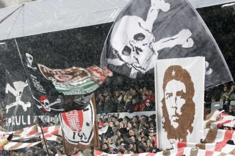 El Che Guevara, siempre presente en las tribunas