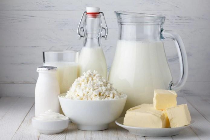 Elegir quesos blandos antes que duros y aquellos que tengan menor contenido de grasas y sal