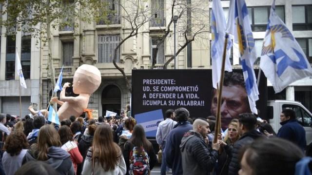 Los manifestantes marcharon por la Avenida Rivadavia hasta el Congreso