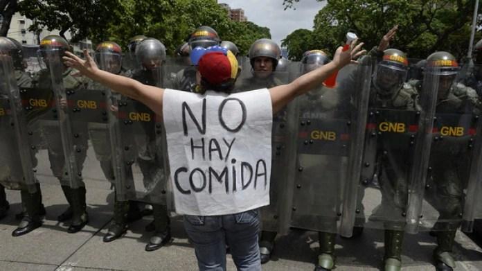 Venezuela fue el país que más pesimista se mostró de los 38 analizados(AFP)