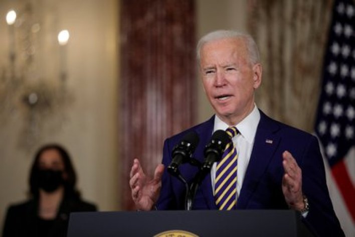 El presidente de Estados Unidos, Joe Biden, pronuncia un discurso sobre política exterior en el Departamento de Estado en Washington, (REUTERS/Tom Brenner/File Photo)