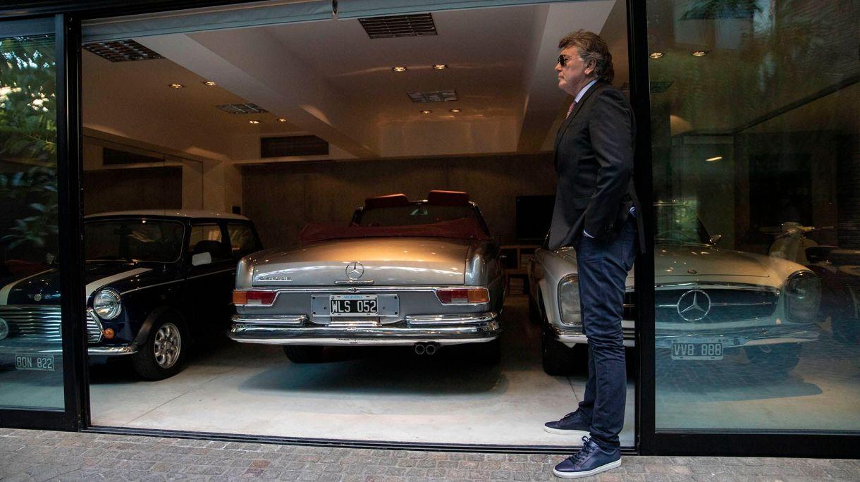 Fanático de los autos antiguos y de colección, Dotto participa cada vez que puede de la carrera de las Mil Millas en el sur argentino