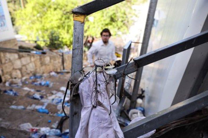 Pertenencias de personas tras la estampida. REUTERS/ Ronen Zvulun