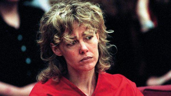 Mary Kay Letourneau ante la corte de Seattle. Fue condenada primero a seis meses de prisión; incumplió las condiciones de su liberación, volvió a violar a Fualaau y fue sentenciada a siete años de prisión (AP)