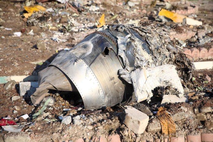 Restos del avión ucraniano que cayó la madrugada del miércoles en Irán (West Asia News Agency via REUTERS)