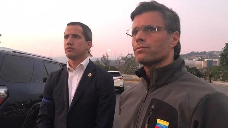 """Juan Guaidó lanzó la fase final de la """"Operación Libertad"""" junto a Leopoldo López, que fue liberado de su arresto domiciliario por militares sublevados (@leopoldolopez)"""