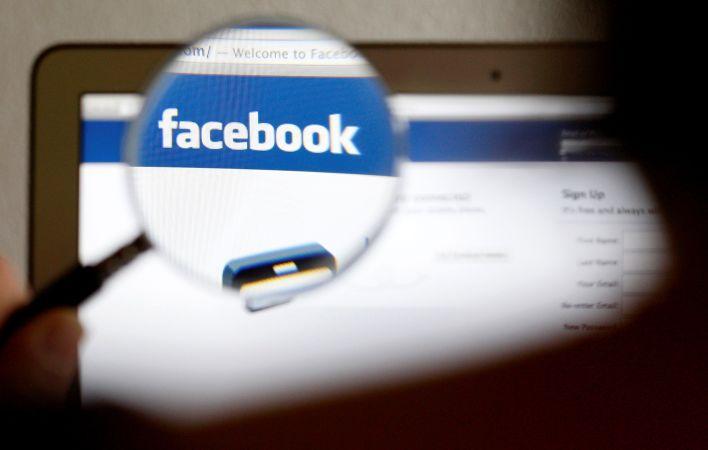 """""""Mi propio pensamiento ha evolucionado a medida que he visto datos que muestran un aumento en la violencia antisemita, tal como han evolucionado nuestras políticas generales sobre el discurso del odio"""", dijo Zuckerberg  (REUTERS/Thomas Hodel/File Photo)"""