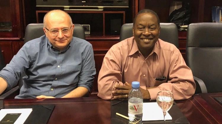 Los economistas del FMI Roberto Cardarelli y Trevor Alleyne