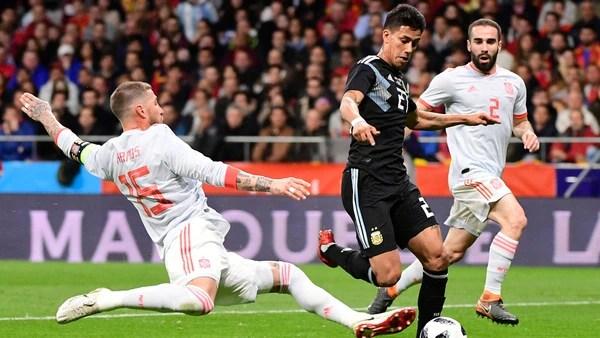 Maxi Meza mostró cosas interesantes durante su partido ante España (AFP)