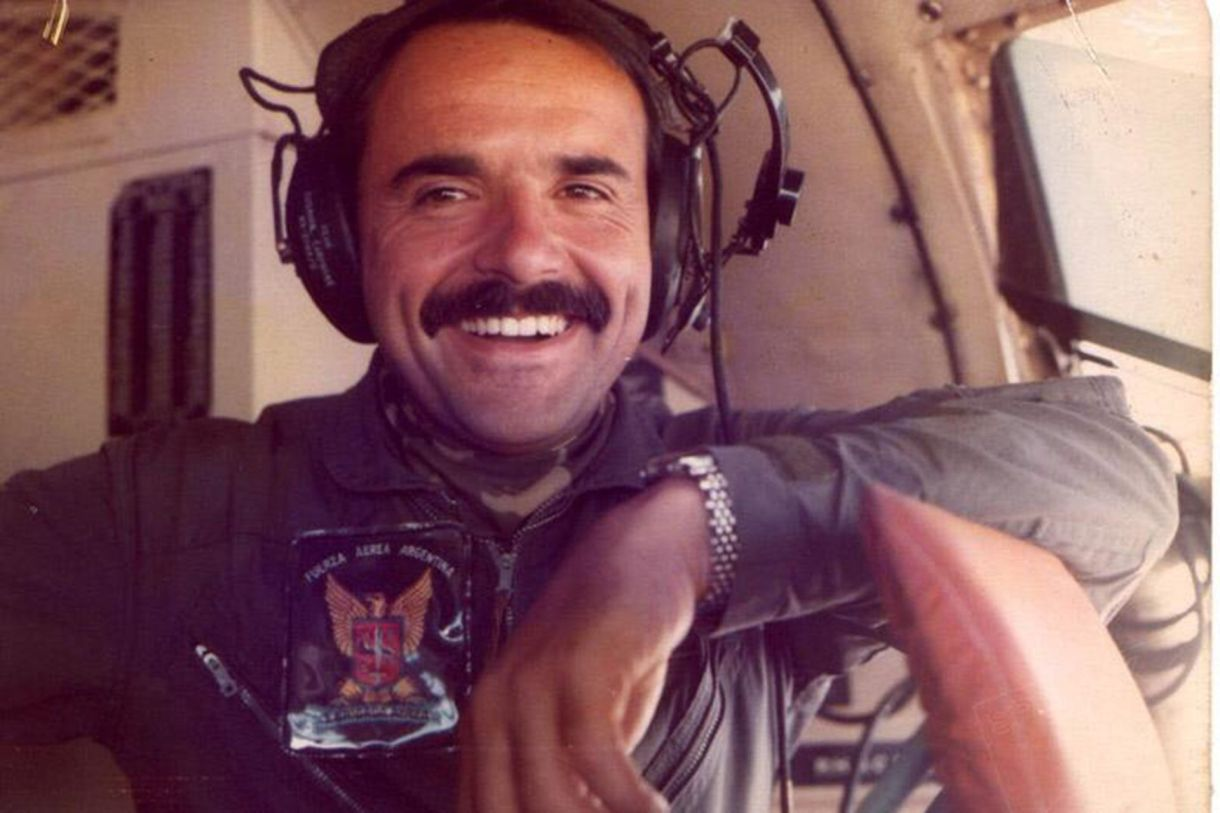 El piloto Rubén Martel, caído el 1º de junio de 1982, cuando Ezequiel tenía 10 meses de edad