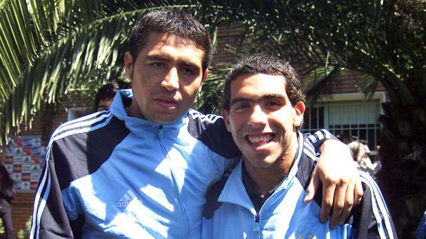 Carlitos reconoció que se debe una charla con Riquelme acerca de su futuro (NA)