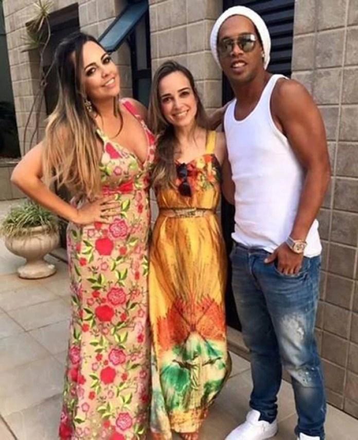 Ronaldinho con sus novias. Con ellas convive en Rio de Janeiro