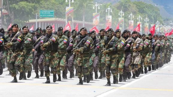 El Ejército venezolano movilizó a los uniformados para realizar ejercicios militares (Reuters)