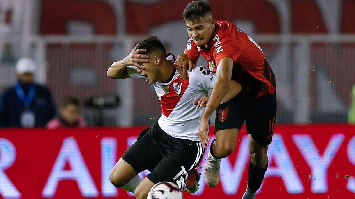 Exequiel Palacios sufrió una lesión en el isquiotibial de su pierna izquierda en el partido de vuelta de la Recopa Sudamericana ante Atlético Paranaense y podría perderse la Copa América de Brasil 2019 (EFE/ JUAN IGNACIO RONCORONI)