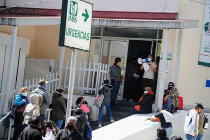 El Instituto Mexicano del Seguro Social anunció el jueves que está investigando un perturbador video que supuestamente muestra a un hombre muriendo fuera de un hospital (Foto: Cuartoscuro)