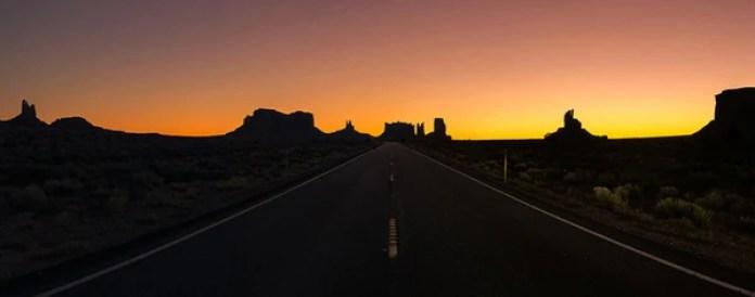 """El tercer lugar fue para Clifford Pickett (EE.UU) con """"Sunrise in Monument Valley"""" (Amanecer en Monument Valley) que se tomó con un iPhone 7 Plus en Oljato–Monument Valley, Utah, Estados Unidos."""
