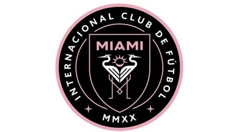 El escudo en cuestión seria negro, rosa y blanco