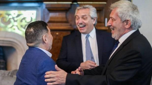 El presidente Alberto Fernández recibió a Diego Maradona en la Casa Rosada acompañado por el legislador porteño Claudio Ferreño