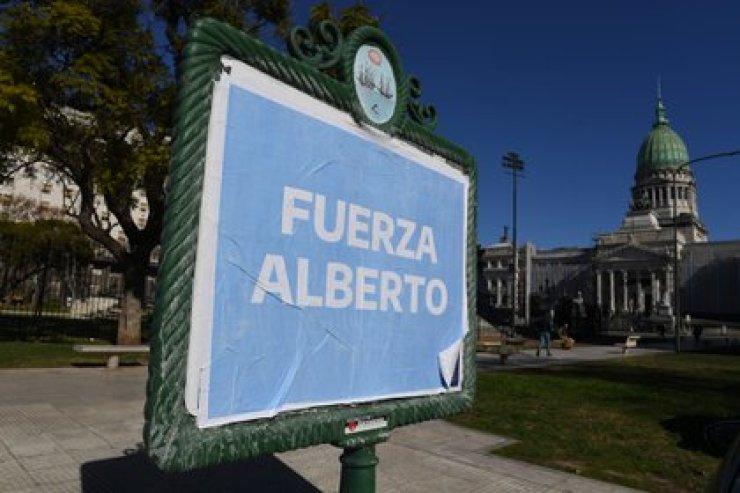 """""""Fuerza Alberto"""". Los mensajes que aparecieron en el Congreso (Maximiliano Luna)"""