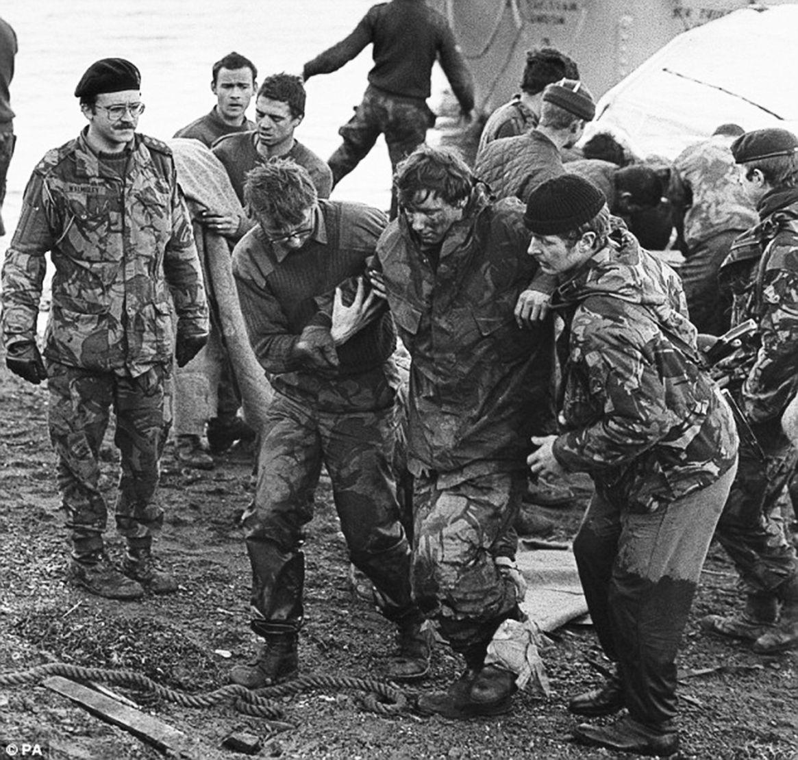 Heridos británicos luego de la avanzada final hacia Puerto Argentino. Los ingleses sufrieron 255 bajas durante el conflicto armado de 1982
