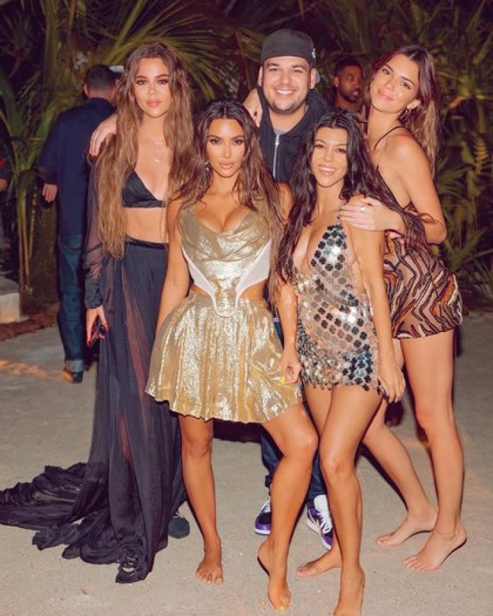 Kim Kardashahian con sus hermanos durante los festejos que se extendieron durante cinco días (@kimkardashian)