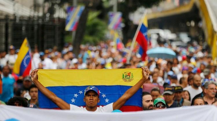 Miles de manifestantes ya están en las calles del país (AP)