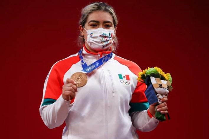 Ago 1, 2021.  Foto del domingo de la mexicana Aremi Fuentes con su medalla de bronce en halterofilia 76 kilos.   REUTERS/Edgard Garrido