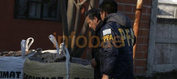 El ex chofer de Barattaentrando a la casa donde la Justicia busca los cuadernos