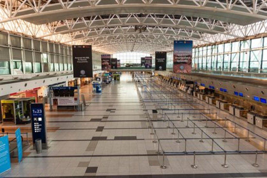 El aeropuerto de Ezeiza, vacío. Solo se operan vuelos especiales