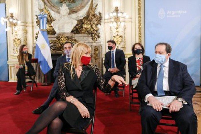 Arslanian, con la ministra de Justicia Marcela Losardo, durante la presentación del proyecto de reforma judicial y la creación de una comision de juristas en el ámbito del Ejecutivo (Foto: Presidencia de la Nación)