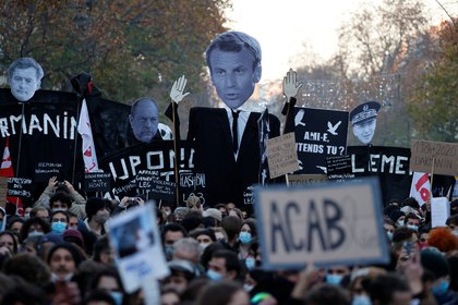 Protestas en Paris contra la ley de seguridad. REUTERS/Christian Hartmann