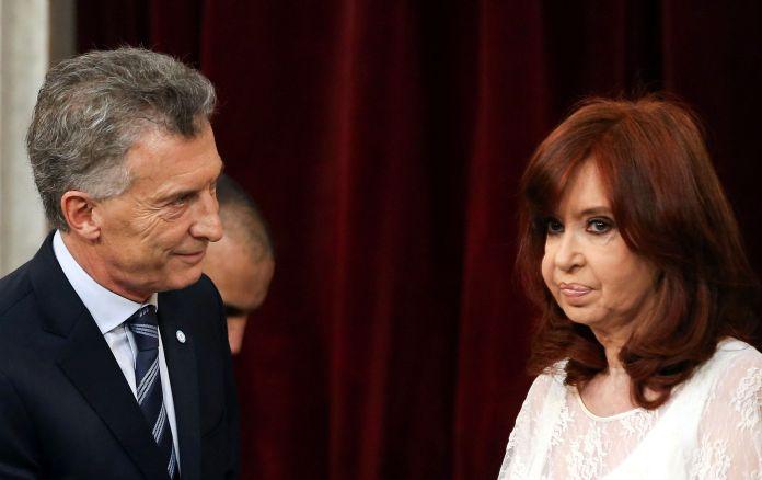 Cristina Fernández de Kirchner y Mauricio Macri, el 10 de diciembre de 2019 (Reuters/Agustin Marcarian)