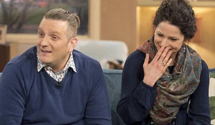 Andrew Wardle y su novia. Viven juntos en Manchester. Tras la primera experiencia sexual, él cayó en coma y casi muere
