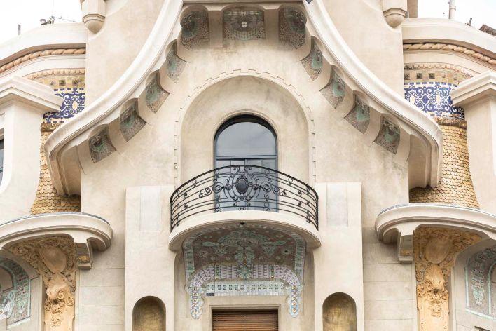 ANTES Y DESPUÉS CONFITERIA DEL MOLINO fachada detalle balcon 5 p 2
