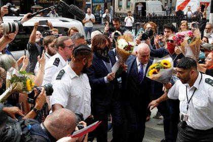 El actor fue recibido con flores de fanáticos Foto: REUTERS/John Sibley
