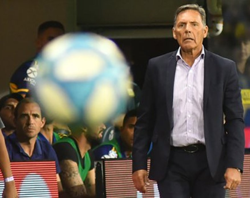 Somoza and Russo with their eyes fixed on the ball: El Flaco will take over the team in Paraguay (Fotobaires)