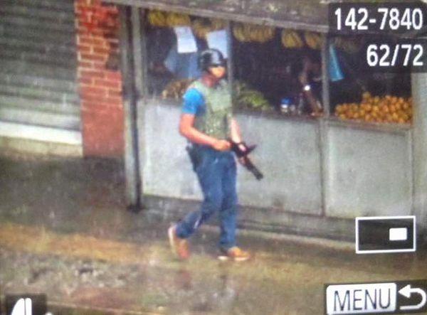 Los paramilitares cuentan con chalecos antibalas y fusiles