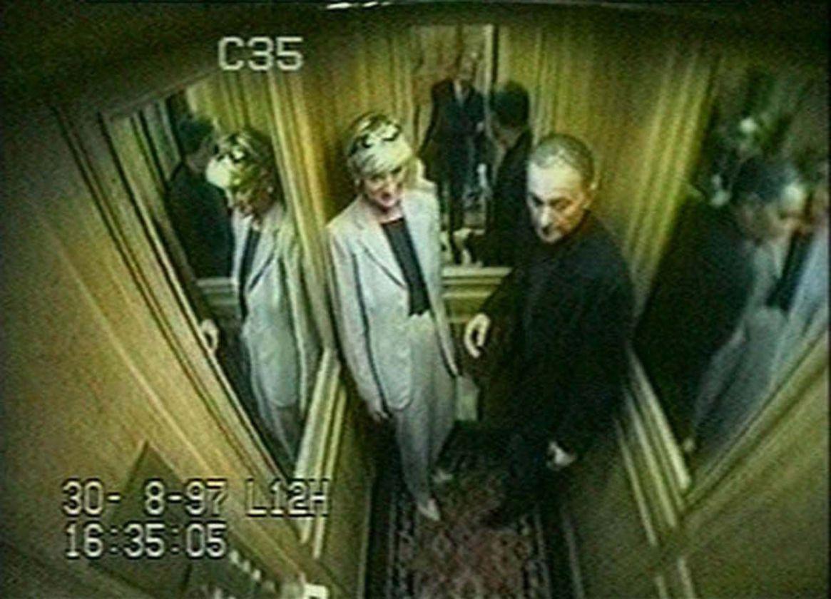 Imágenes de la cámara de seguirdad que muestran las últimas horas de la princesa Diana y Dodi Fayed en hotel Ritz, París, Francia, el 30 de agosto de 1997