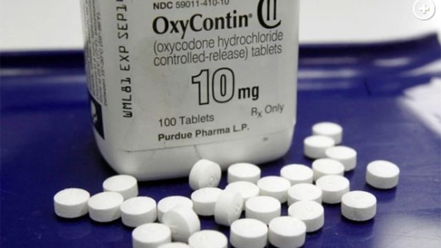 Los dentistas que prescriben analgésicos opiáceos como OxyContin a adolescentes y adultos jóvenes después de sacarse la muela del juicio pueden poner a sus pacientes en riesgo de adicción, según un estudio reciente (Toby Talbot/AP)