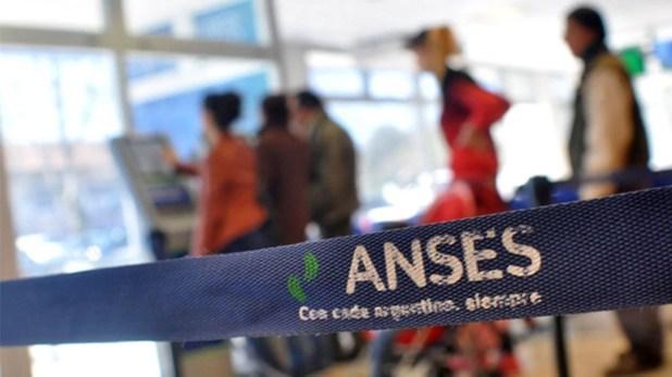 Hay unas 200.000 familias beneficiarias que no cuentan con la tarjeta y perciben el monto de Argentina contra el Hambre en la misma cuenta en la que se les deposita la Asignación Universal por Hijo