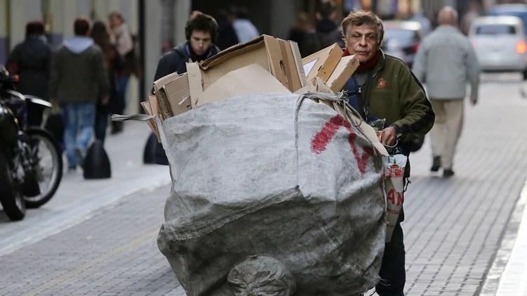 La inflación desgasta la capacidad de reservas de los sectores más pobres (NA: Juan Vargas)